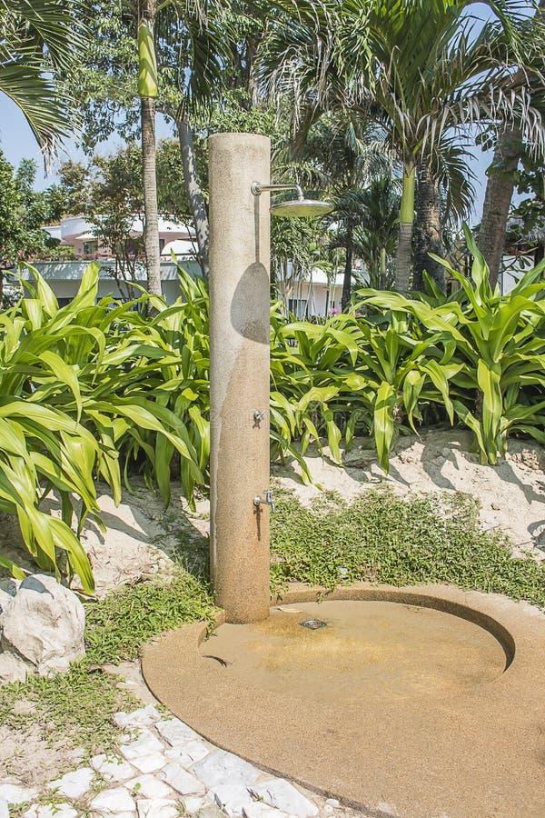 Strandbad som ska tvättas, innan att skriva in rummet royaltyfria foton