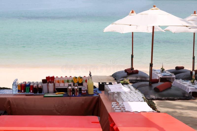 Strandbar, schlagen Satz des alkoholfreien Getränkes oder des Getränkes auf der Tropeninsel lizenzfreies stockfoto