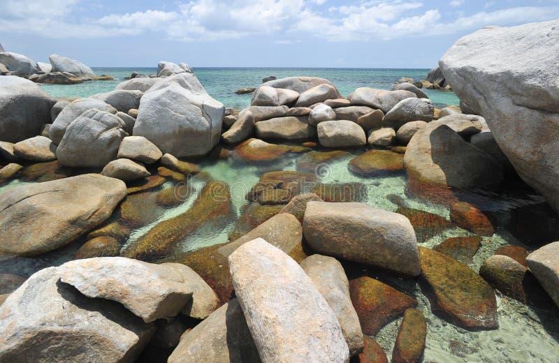 strandbelitung steniga exotiska indonesia royaltyfri bild