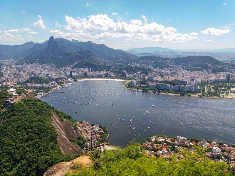 Strandberg och stad av Rio de Janeiro i Brasilien arkivbild