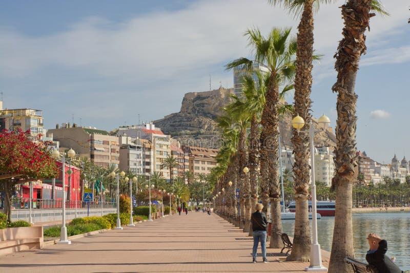 Strandboulevardpromenade in Alicante, Spanje royalty-vrije stock foto