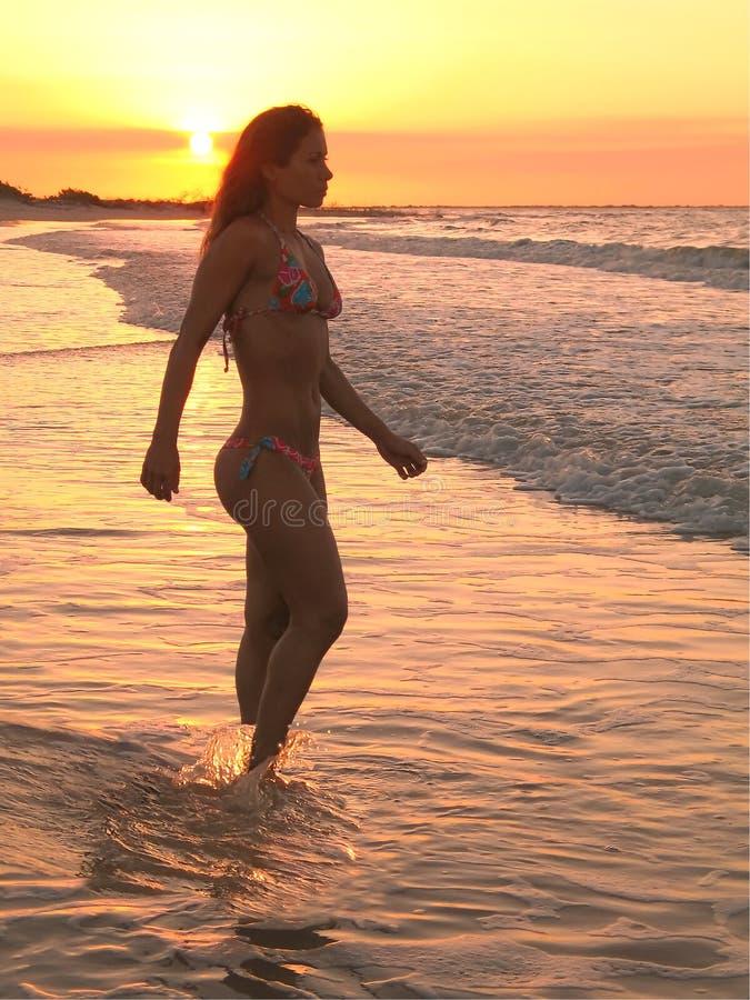 strandbrasilianflicka royaltyfria foton