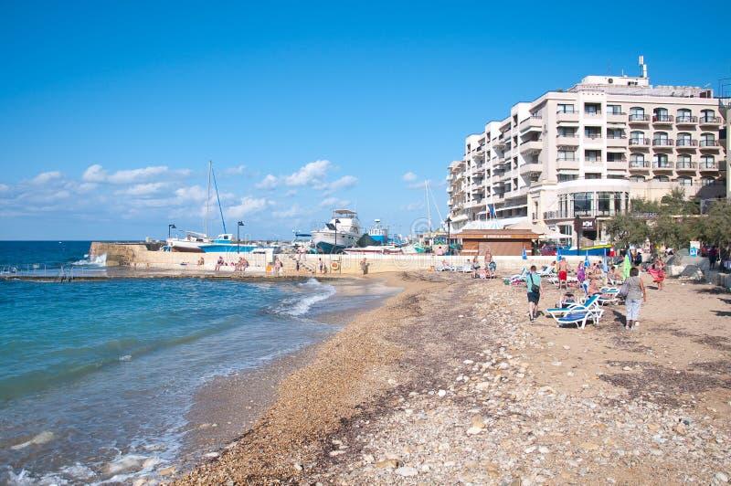Strandby Marsalforn ön av Gozo, Malta royaltyfri fotografi