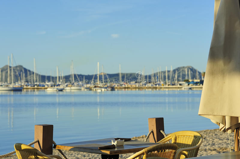 Download Strandcafe i morgonen arkivfoto. Bild av cafe, plats - 27288086