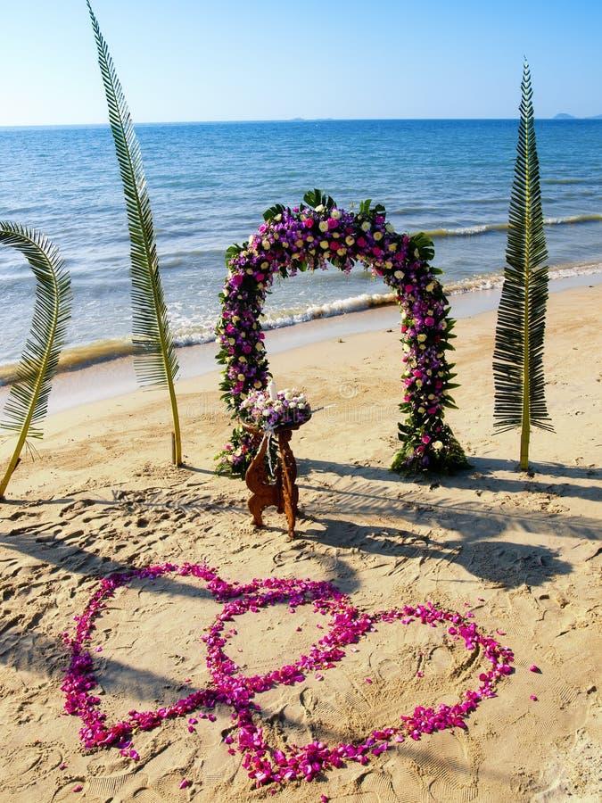 strandceremonibröllop arkivbild