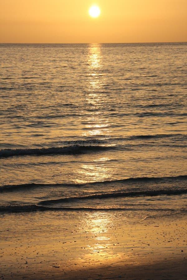 strandclearwatersolnedgång arkivfoton