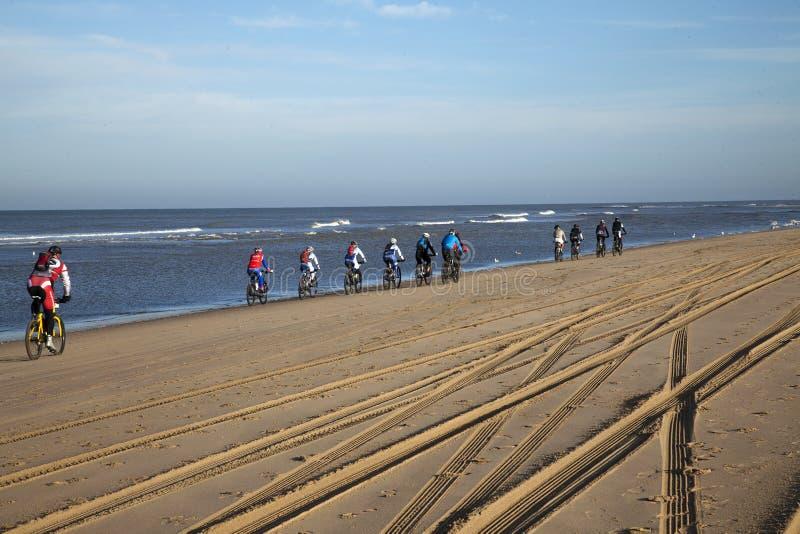 Strandcyklar kräver special anpassade cyklar på grund av påverkan av naturliga beståndsdelar fotografering för bildbyråer