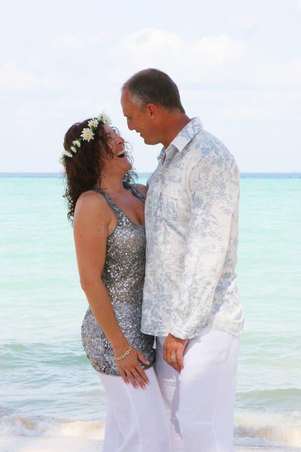 stranddagbröllop royaltyfria bilder