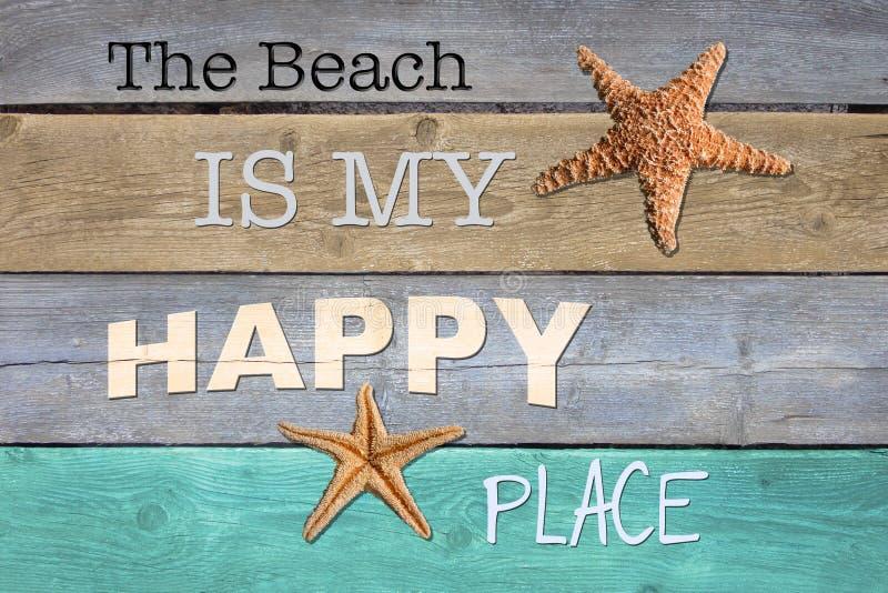 Stranden är mitt lyckliga ställe fotografering för bildbyråer