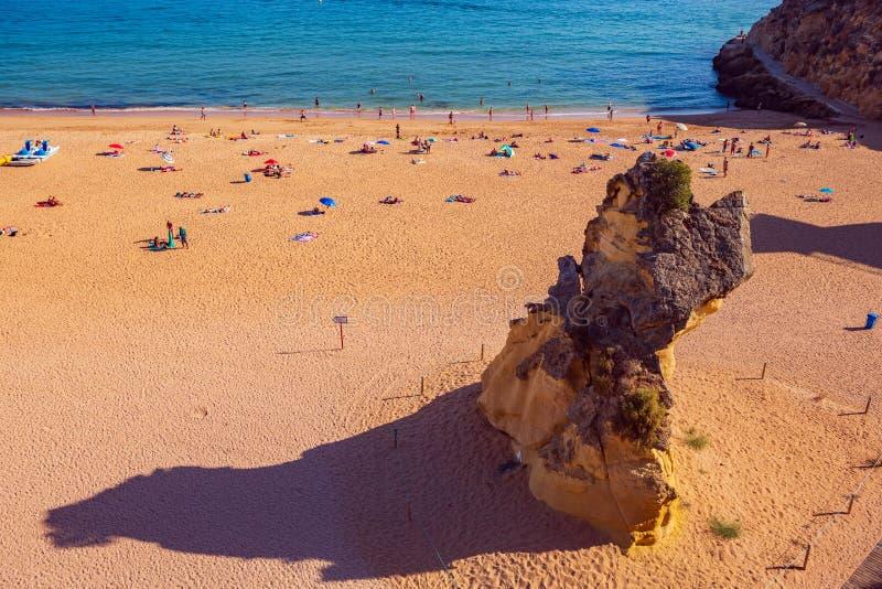 stranden Albufeira arkivbild