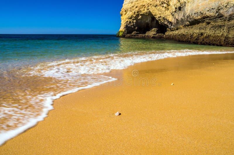 stranden in Algarve stock afbeeldingen