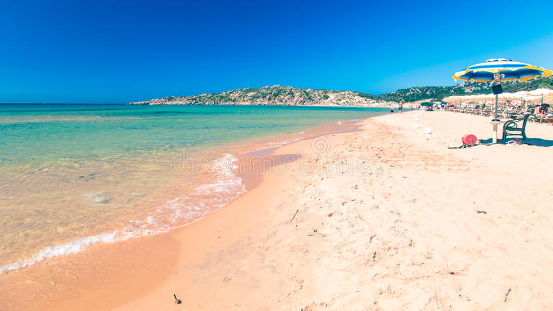 Stranden av Chia su Giudeu, Sardinia royaltyfri bild