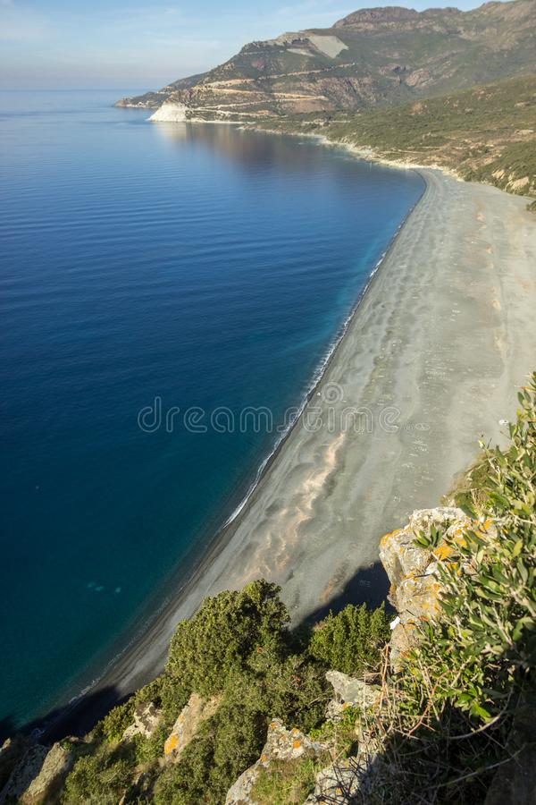 Stranden av Nonza, Korsika, från över royaltyfria foton