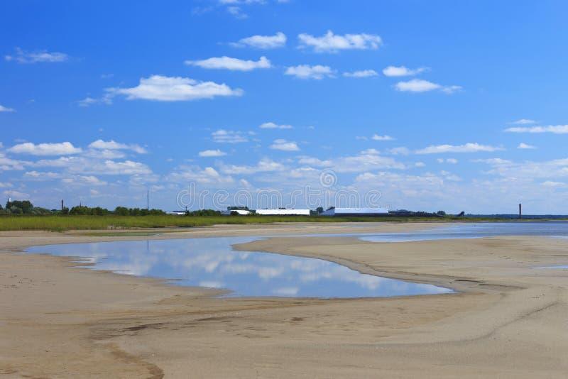 Stranden bak Pärnuen royaltyfria foton