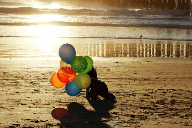 Stranden behandla som ett barn royaltyfri fotografi