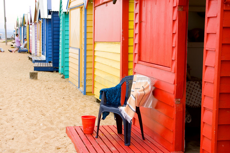 stranden boxes brighton royaltyfri foto
