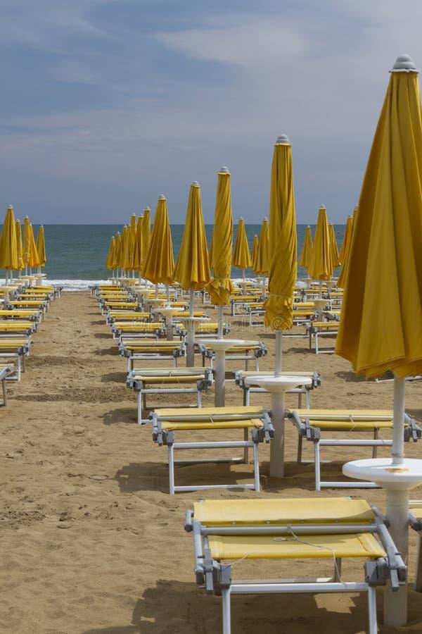 stranden chairs däcket royaltyfria foton