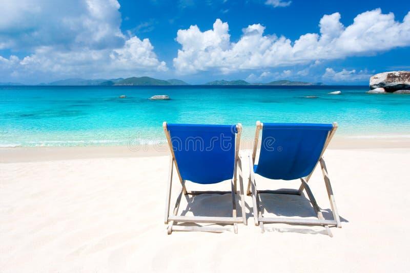 stranden chairs två royaltyfri foto