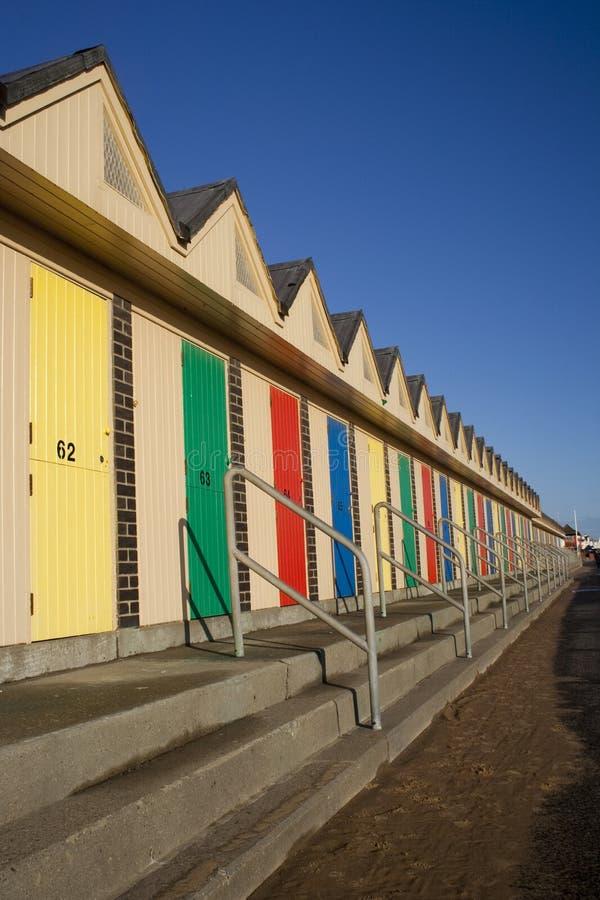 stranden förlägga i barack lowestoft arkivbilder