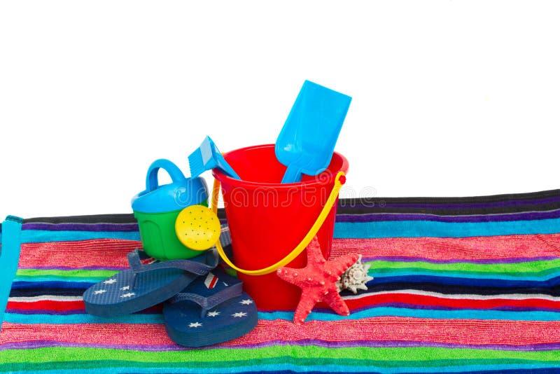 Stranden leker med den flipmisslyckanden och sjöstjärnan på handduken royaltyfria foton