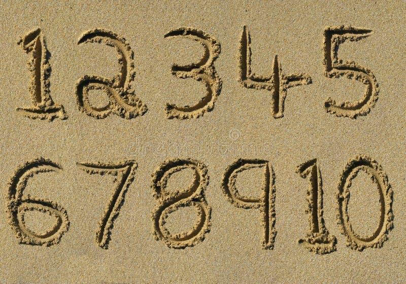 stranden numrerar en sandiga tio till skrivet vektor illustrationer