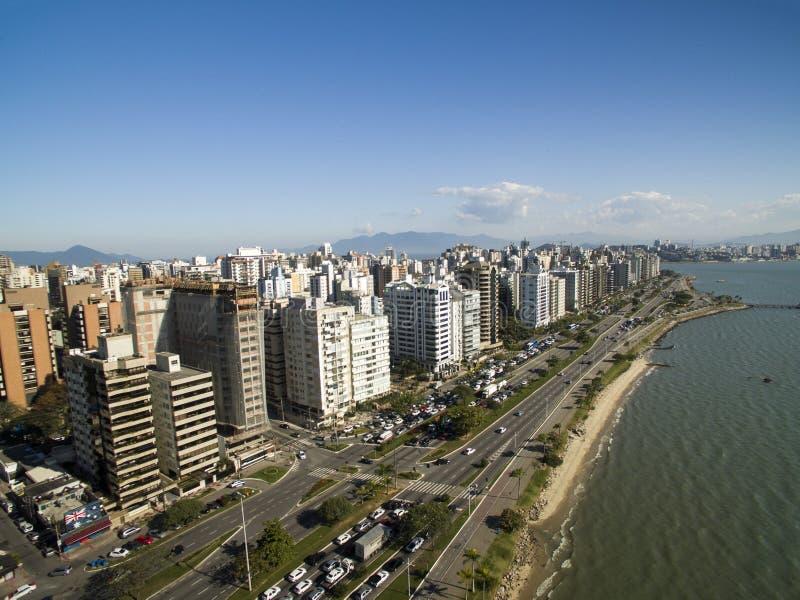 Stranden och byggnader Beira fördärvar Norte/Florianopolis Santa Catar royaltyfria bilder