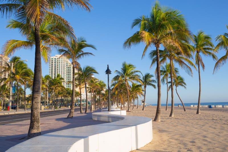 Stranden på Fort Lauderdale i Florida på en härlig sumerdag arkivbilder