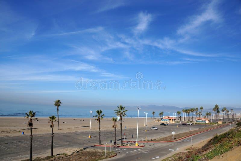 Stranden Stilla havet, parkerar, parkeringsplatsen och toalettbyggnader arkivbilder
