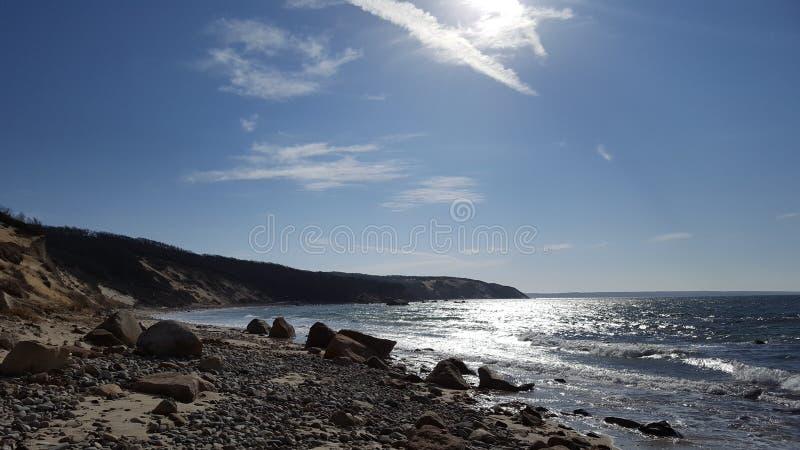 Stranden vaggar land arkivbild