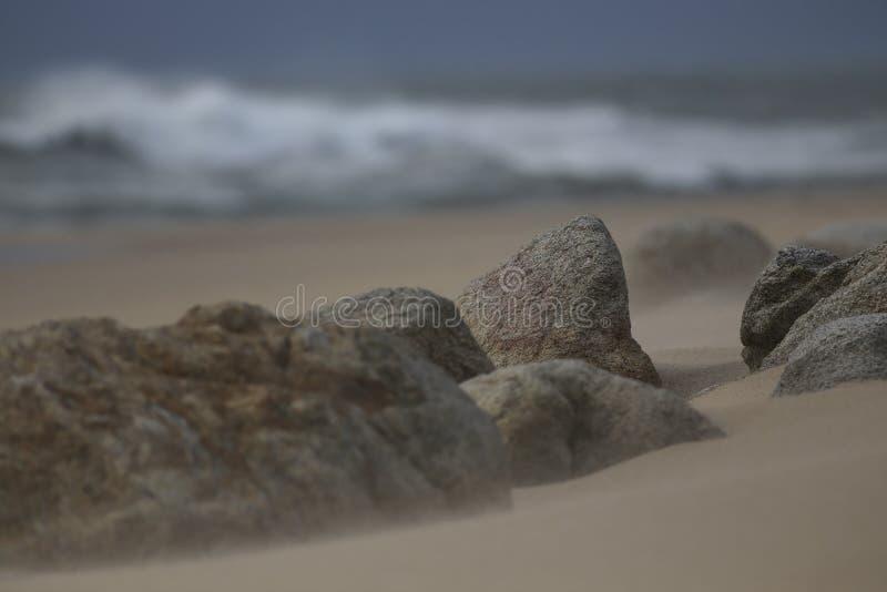 Stranden vaggar och sand royaltyfri bild