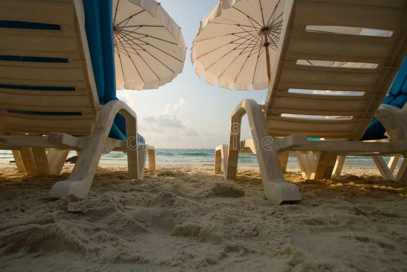 Strandferien und -feiertag auf Insel stockfotos