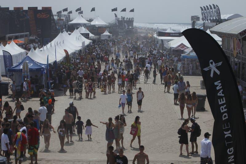 strandfolkmassahändelse arkivfoton