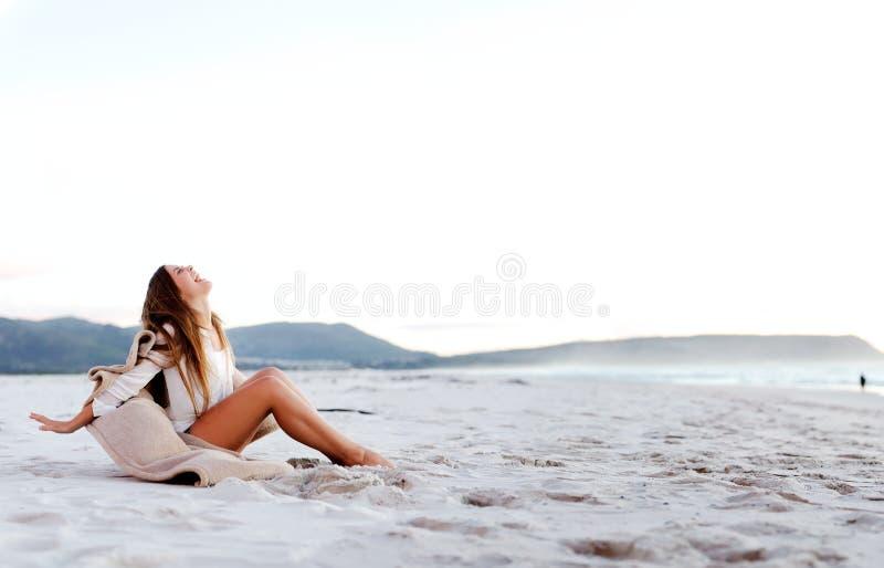 Strandfrau sorglos stockbilder