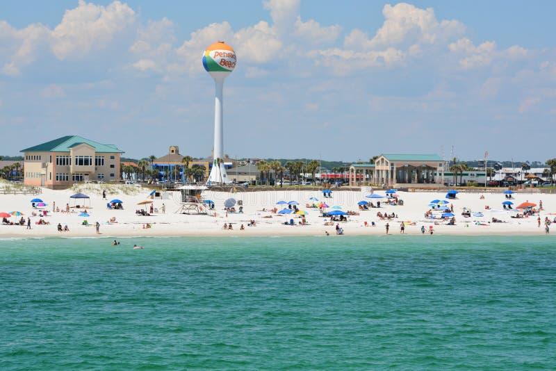 Strandgeher an Pensacola-Strand in Escambia County, Florida auf dem Golf von Mexiko, USA lizenzfreie stockfotografie