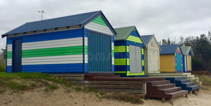 Strandhäuser auf dem Strand lizenzfreie stockfotos