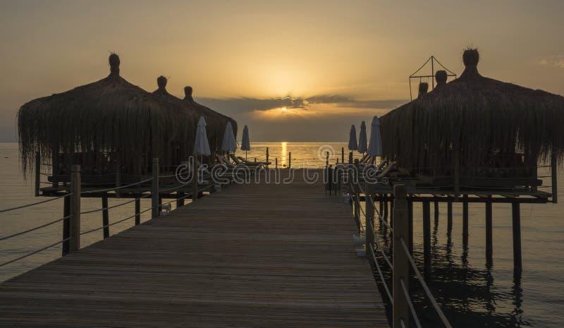 Strandhäuser auf der Plattform lizenzfreie stockfotos