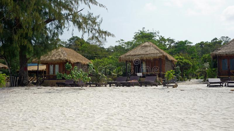 Strandhütten auf KOH rong samloem lizenzfreies stockfoto