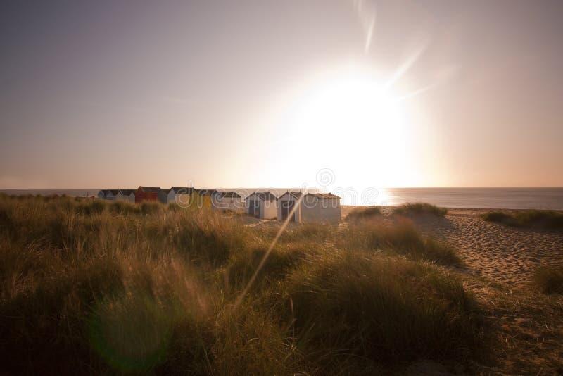 Strandhütten am southwold an der Dämmerung stockbild
