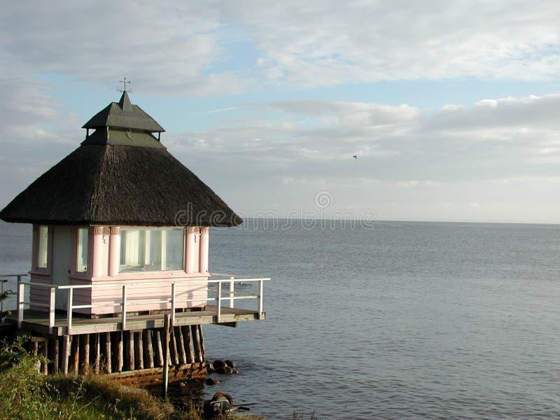 Strandhaus im Nordseeland lizenzfreie stockfotografie