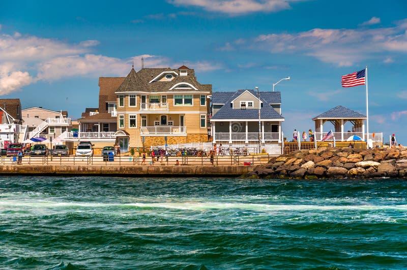 Strandhuizen langs de inham in Punt Prettig Strand, New Jersey stock foto's