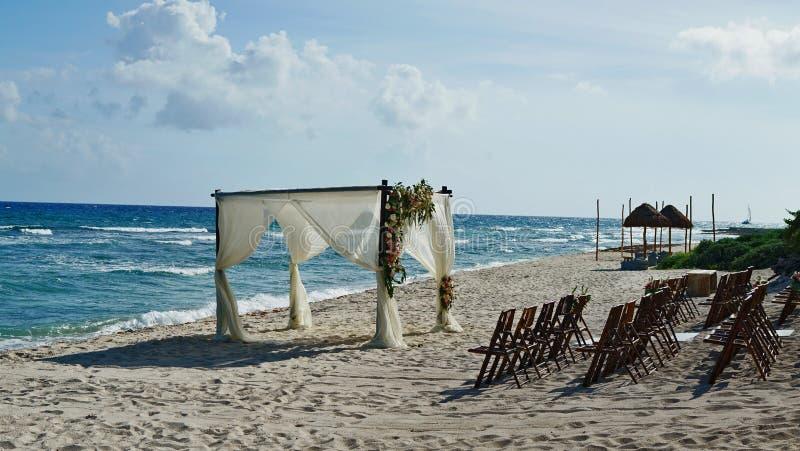 Strandhuwelijk in Cancun Mexico royalty-vrije stock foto's