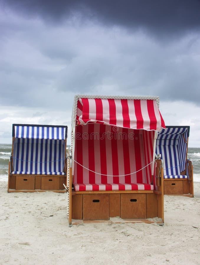 Strandkörbe. lizenzfreies stockbild