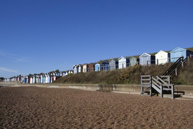 Strandkojor, Felixstowe, Suffolk, England arkivbilder
