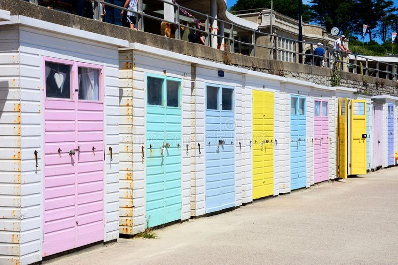 Strandkojor, Lyme Regis royaltyfri foto