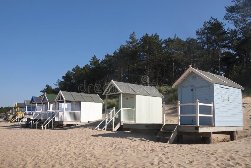 Strandkojor på Brunn-nästa--havet, Norfolk, UK. arkivbilder