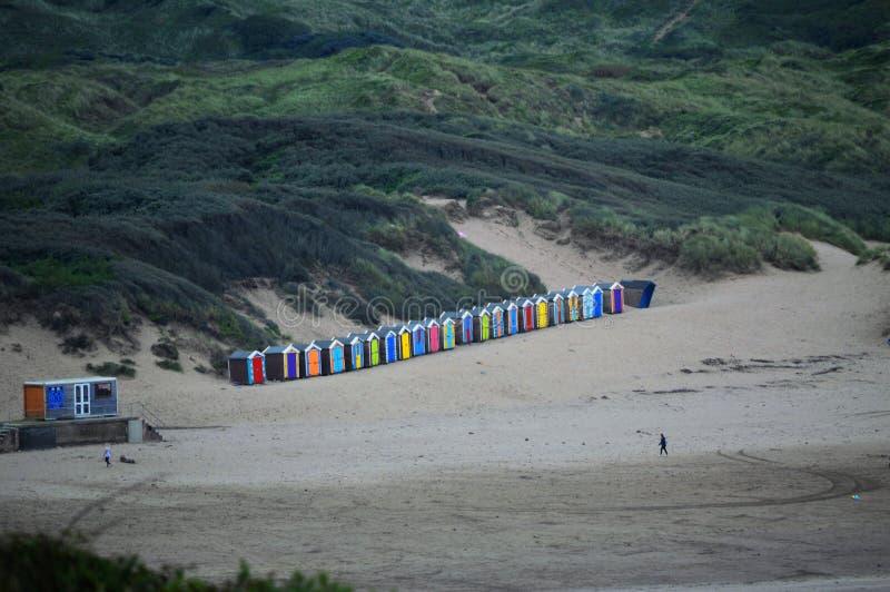 Strandkojor på Saunton sander i Devon arkivfoto