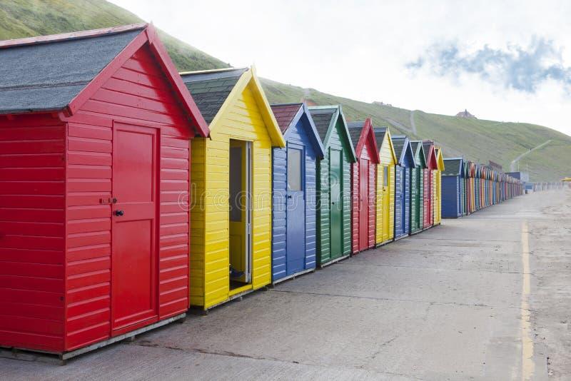 Strandkojor på Whitby, North Yorkshire arkivfoto