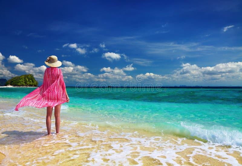 strandkvinna royaltyfri foto