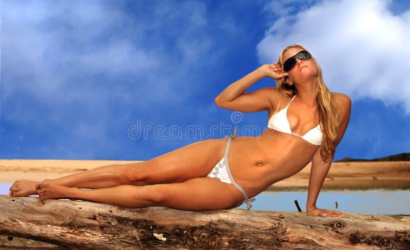 strandkvinna royaltyfri bild