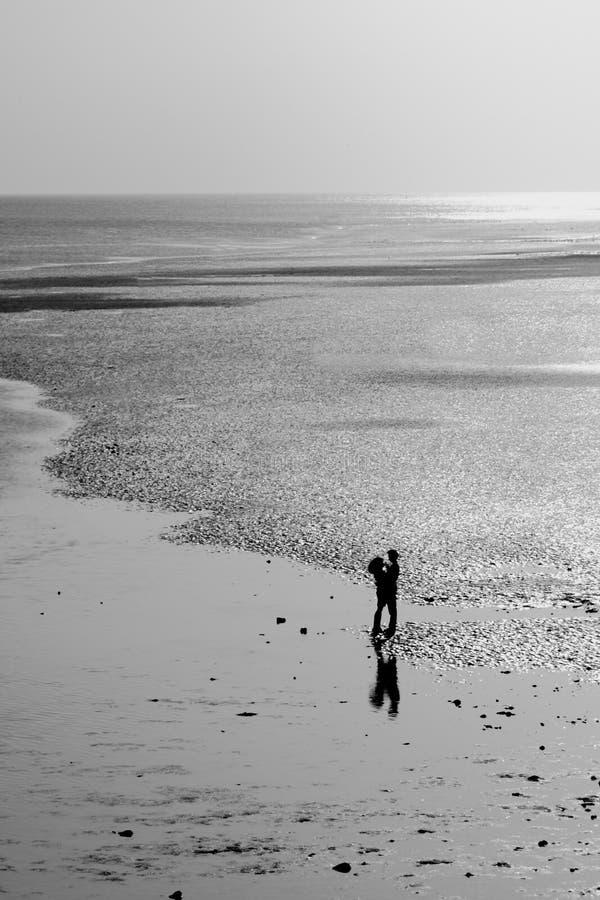 strandkyss arkivbilder